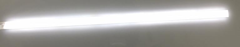 Réglette d'éclairage LED dessous de rayonnage